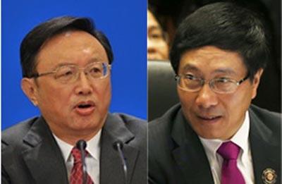 Ông Dương Khiết Trì, Uỷ viên Quốc vụ viện Trung Quốc (trái), và Bộ trưởng Ngoại giao Việt Nam Phạm Bình Minh. Hình: rfa