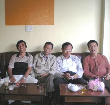 Văn Quang – Chỉ trong 7 ngày 3 người bạn ra đi