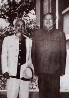 Hồ Chí Minh và Mao Trạch Đông đầu tháng 10 năm 1965. Nguồn: Tân Hoa Xã.