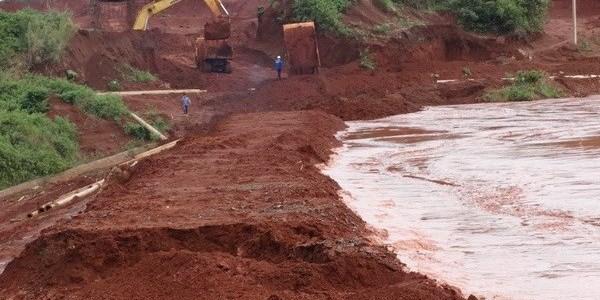 Tràn bùn đỏ ở dự án bô xít Tân Rai rạng sáng 8/10/2014