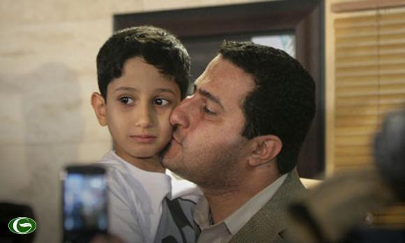 Shaharm Amiri gặp con trai