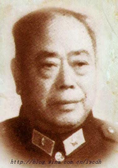Đại tá Long Quế Lâm (龙桂林) Cục trưởng đường sắt Đông Bắc. Ông chỉ huy tuyến đường sắt từ Vân Nam đến Hà Nội. Nguồn:Bộ Quốc Phòng Trung Quốc(PLA).
