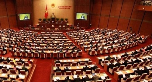 Phạm Trần – Quốc Hội Vừa Đá Bóng Vừa Thổi Còi Nên Dân Trắng Răng