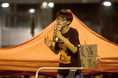 Nhiều người tự hỏi, không biết bao giờ Việt Nam mới có một người như Joshua Wong. (Hình: Getty Images)
