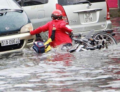 Ngập nặng sau cơn mưa lớn ở Saigon