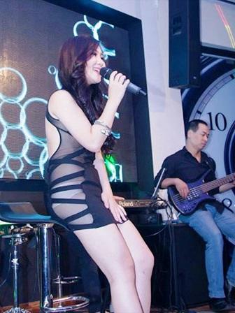 Một kiểu trang phục trình diễn của nữ ca sĩ Hương Tràm