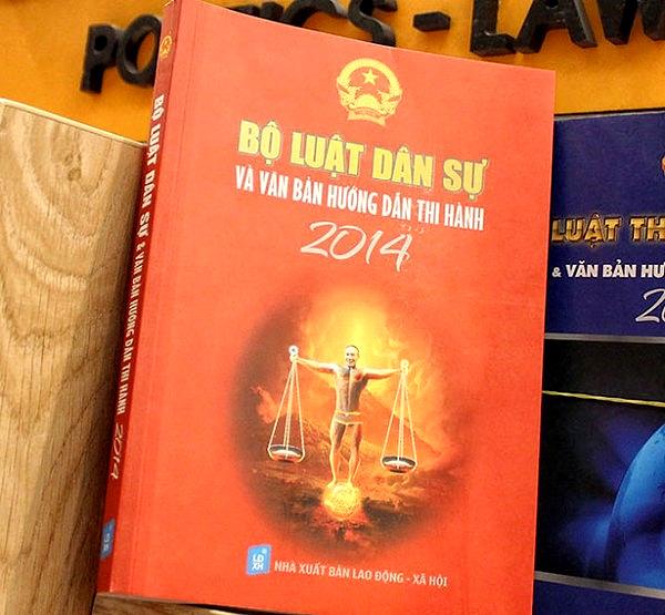 Bìa sách Bộ luật dân sự và văn bản hướng dẫn thi hành 2014 có gương mặt của diễn viên hài Công Lý Photo Kenh 14.vn