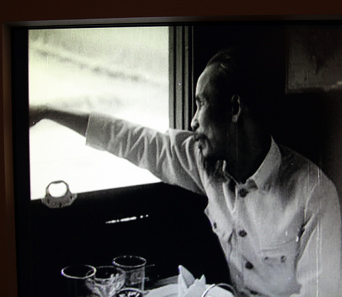 1957, Hồ Chí Minh, bí mật di chuyển bằng tàu hỏa, đến Lạng Sơn ủy lạo binh sĩ Trung Quốc. Nguồn: Hoa Nam. [2].