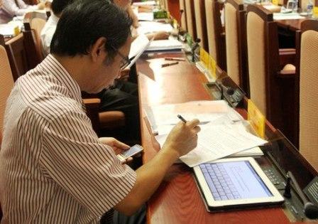95 đại biểu HĐND Hà Nội, mỗi người được trang bị một máy tính bảng iPad 2