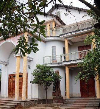Từ khi được tặng căn nhà này, ông Truyền chưa sử dụng, nay theo báo cáo đã giao lại cho bà Kim Anh quản lý.