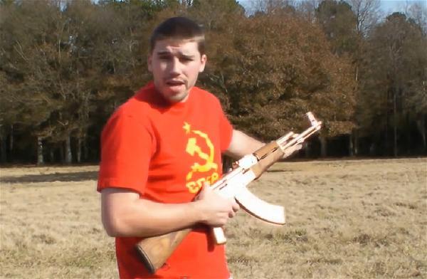 Hình : AK47, biểu tượng cho bạo lực