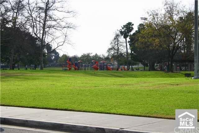 Đối diện căn biệt thự của Phó Thủ tướng Nguyễn Xuân Phúc tại Mỹ là công viên, thảm cỏ xanh mướt