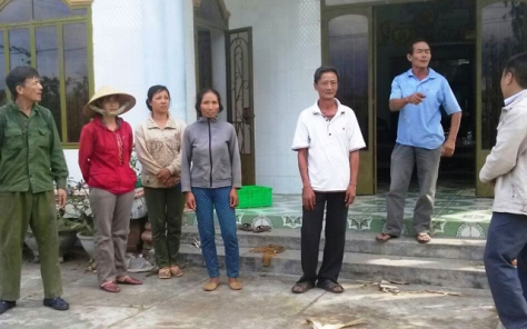 Người dân thôn Xóm Mới (xã Ninh Tây, huyện Ninh Hòa) phẫn nộ về chuyện quan xã chia nhau ăn chặn bò heo của dân
