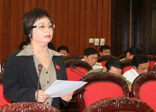 Bà Nga phát biểu trong phiên thảo luận tại Hội trường Quốc hội