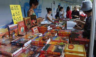 Một quầy sách ở Hà Nội. (Hình minh họa: Hoang Dinh Nam/AFP/Getty Images)