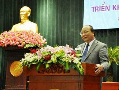 """Phó Thủ tướng Nguyễn Xuân Phúc: """"Những cán bộ, công chức tuy chưa phát hiện được sai phạm, tiêu cực nhưng nếu có nhiều dư luận không tốt thì cũng phải có biện phải luân chuyển""""."""