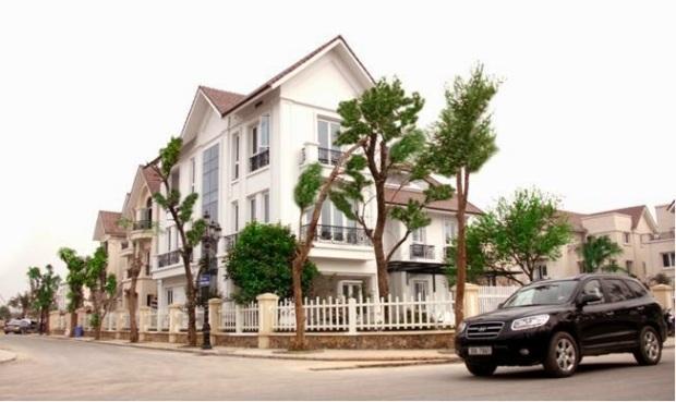 Căn biệt thự BL04-07 được Phùng Quang Hải mua với giá 31 tỷ đồng cùng ngày 19/10/2011 và cho em gái là Phùng Thị Thu Huyền đứng tên