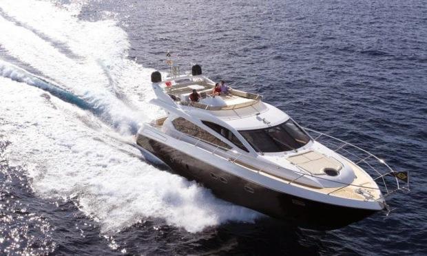 Chiếc du thuyền Manhattan 63 trị giá 53,4 tỷ đồng được vợ Phùng Quang Hải đứng tên đặt mua dài 21,07m, rộng 5,13m, màu trắng gồm 3 tầng đầy đủ tiện nghi sang trọng