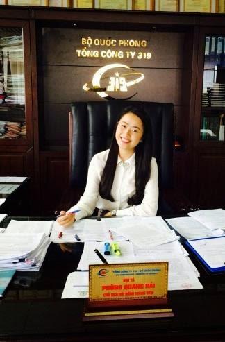 Người đẹp Lê Nhã Uyên trên bàn làm việc của Phùng Quang Hải