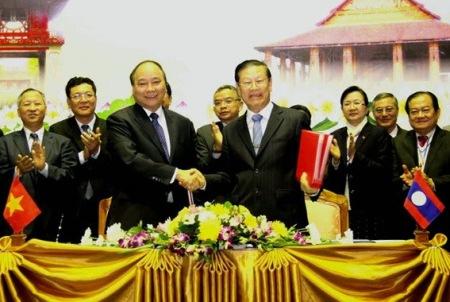 Phó Thủ tướng Nguyễn Xuân Phúc tại Vientiane, Lào ngày 17/12/2013