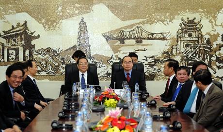 Chủ tịch MTTQ Việt Nam Nguyễn Thiện Nhân và Chủ tịch Chính hiệp Trung Quốc Du Chính Thanh. Ảnh: báo VNE