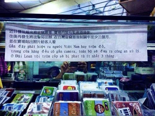 Cảnh báo ăn cắp của người Việt ở Đài Loan. Không chỉ ở Nhật Bản, mà các nước và vùng lãnh thổ khác như Thái Lan, Đài Loan cũng đều có biển cảnh báo về thói trộm cắp vặt của người Việt. Xem ra vỏ quýt dày có móng tay nhọn, Đảng nói láo gặp anh trắc nết, dân trộm cắp có camera.