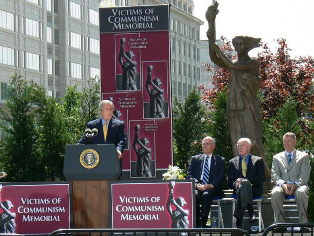 Tổng thống Hoa Kỳ George W Bush phát biểu tại lễ khánh thành tượng đài tưởng niệm 100 triệu nạn nhân của chủ nghĩa cộng sản trên toàn thế giới. Washington, USA. 2007