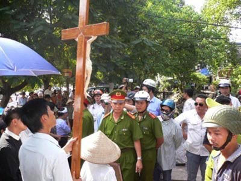 Việt Nam: những tên trộm cộng sản ăn cắp Giáng Sinh như thế nào?