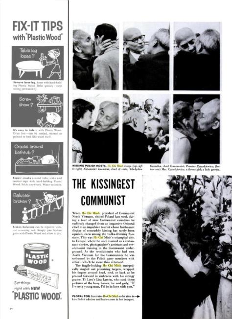 Hình dưới với câu ghi: Miếng giấy gói hoa bị hỏng vì HCM cố tình ôm hôn người phụ nữ Polish hâm mộ, và ông ta vùi cái mũi vào bó hoa của bà ta.