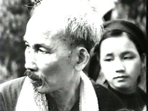 Hồ Chí Minh và Nông Thị Trưng (Ngác) – mẹ Nông Đức Mạnh