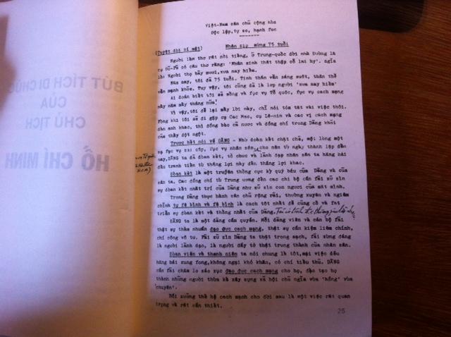 Di chúc Hồ Chí Minh : từ bản thứ nhất tới bản thứ hai (I)