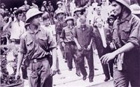 Dương Văn Minh bị dẫn giải đến dài phát thanh để tuyên bố đầu hàng