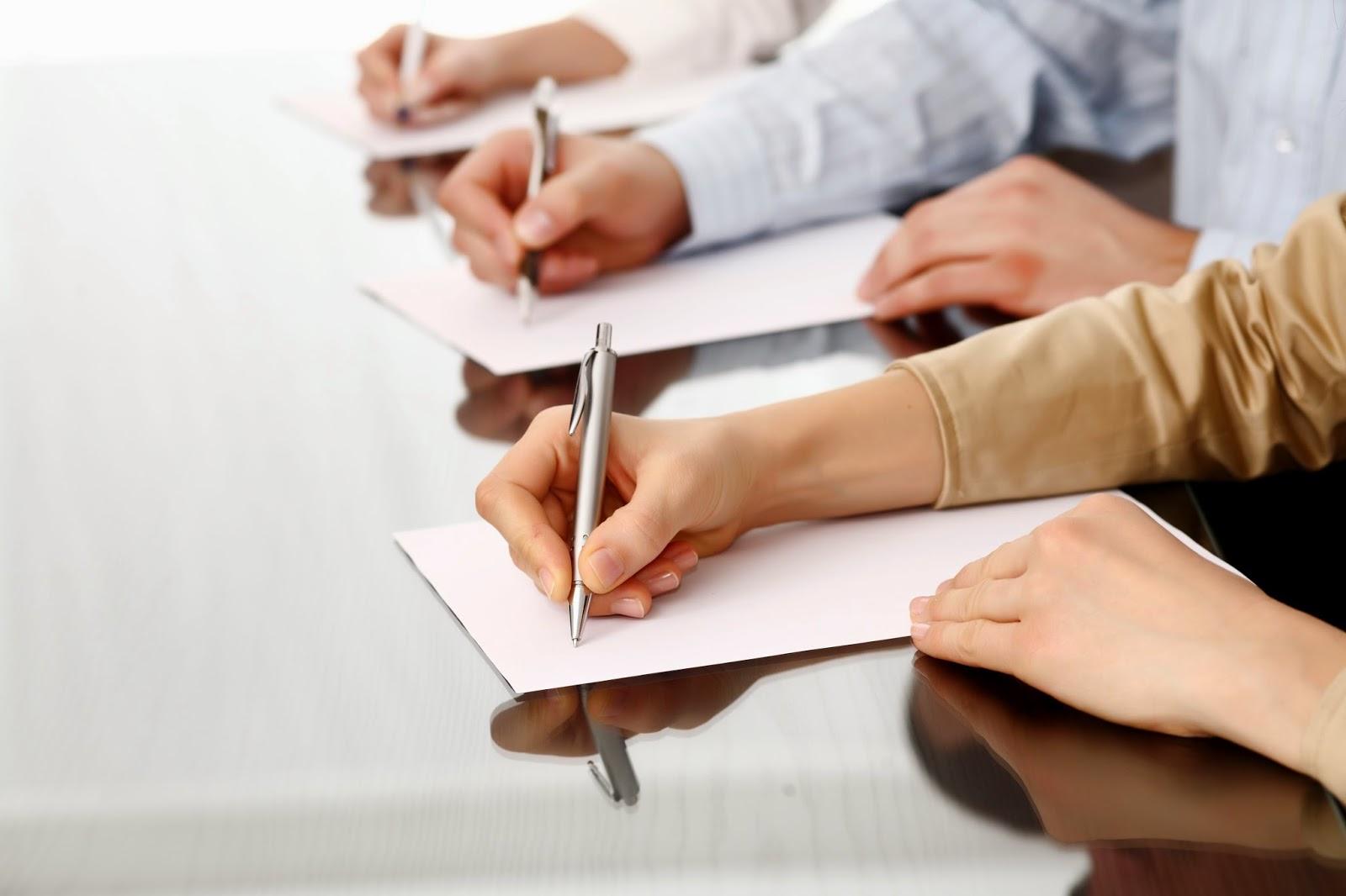 Nghĩ về chuyện cầm bút và bồi bút