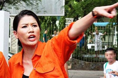 Người mẫu Trang Trần chửi tục vừa bị khởi tố.