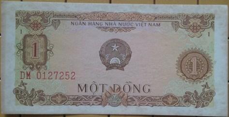 1 đồng VNDCCH đổi lấy 500 đồng VNCH tương đương 1 đô la Mỹ.1 đồng VNDCCH đổi lấy 500 đồng VNCH tương đương 1 đô la Mỹ.