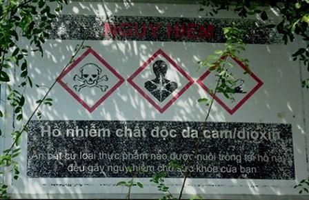 Bất chấp cảnh báo, vẫn có người bắt cá nhiễm độc bán ra thị trường.