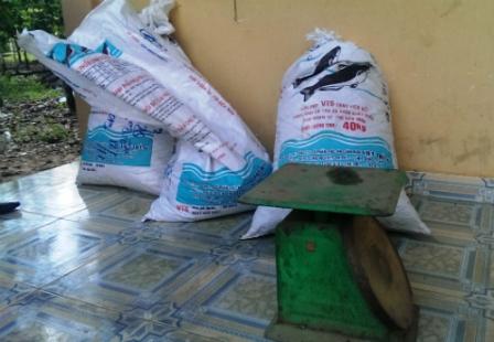 72 kg đỉa sấy khô bị công an bắt giữ.
