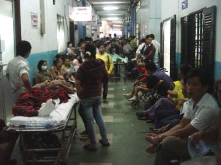 Mỗi ngày Bệnh viện Chấn thương chỉnh hình TP Sài Gòn tiếp nhận từ 1.700 đến 1.800 bệnh nhân đến khám ngoại trú.