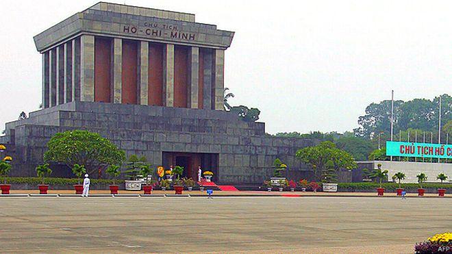 Lăng Ba Đình Hồ Huyệt Kỳ Quan: Bảo Tàng Tội Ác Hồ Chí Minh & Cọng Sản