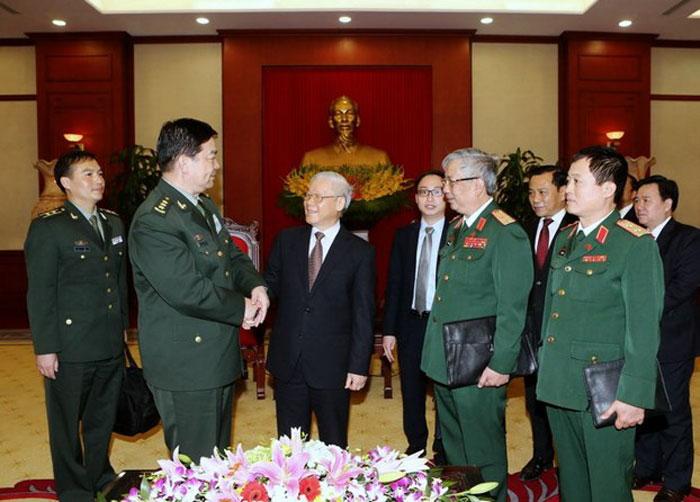 Bộ trưởng Quốc phòng Trung Quốc Thường Vạn Toàn (thứ hai từ trái) bắt tay TBT Nguyễn Phú Trọng (thứ ba từ trái) tại Hà Nội hôm 27/3/2016