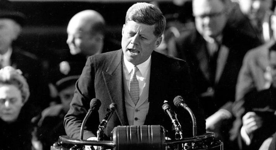 """""""Đừng hỏi Tổ quốc đã làm gì cho các bạn, mà hãy hỏi các bạn đã làm được gì cho Tổ quốc"""" (Diễn văn nhậm chức của TT J.F.Kenedy. 1963)"""