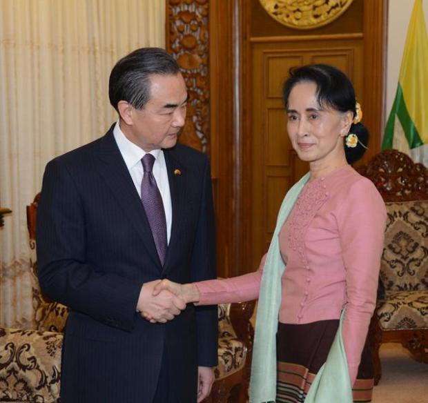 Ngoại Trưởng Trung Cộng & Ngoại Trưởng Miến Điện. Ảnh: MNA